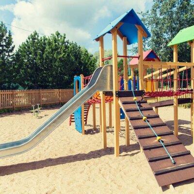 Der Untergrund von Spielplätzen muss passen