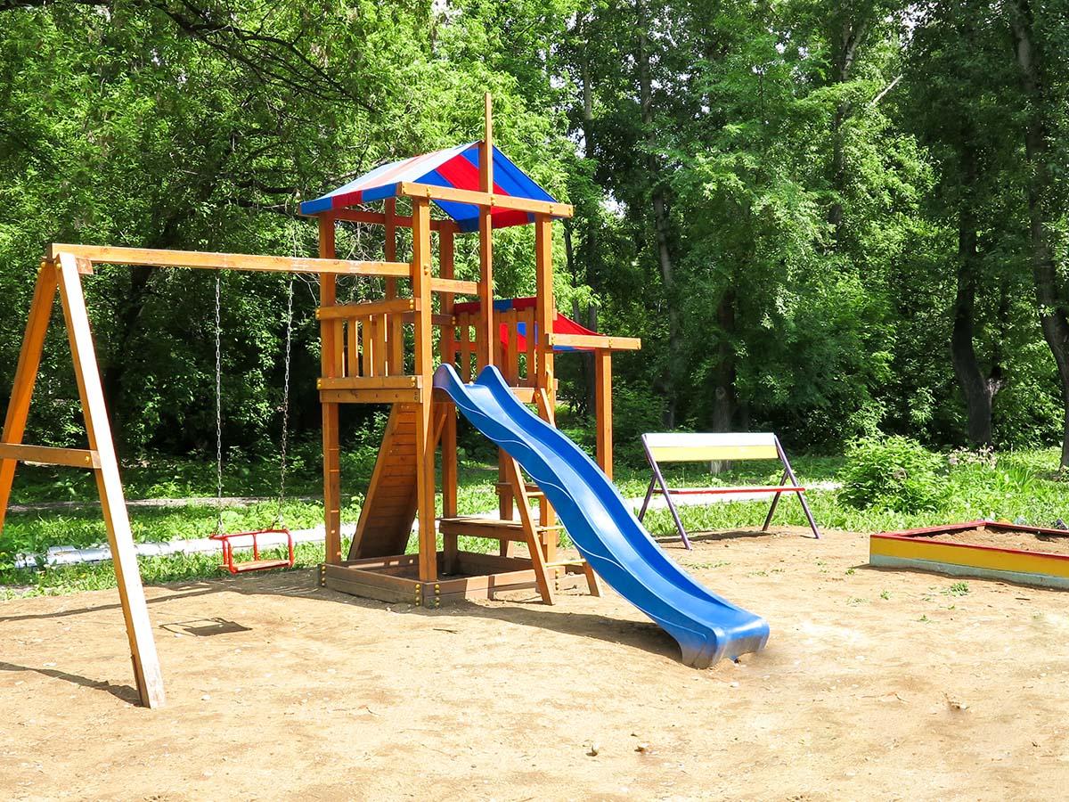 Kinder-Spielplatz mit Sand