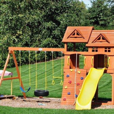 Spielplatz mit Kletterwand