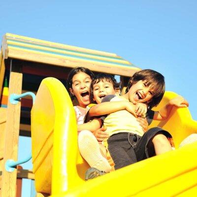 Eine Rutsche macht jedes Kind glücklich