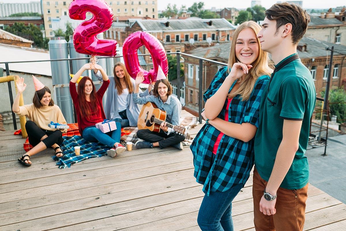 Freunde feiern 20. Geburtstag auf Dachterrasse