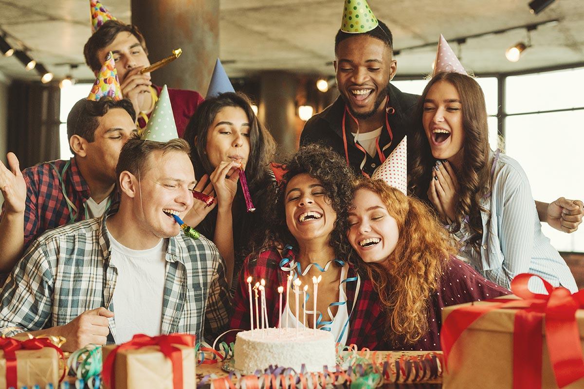 """Freunde freuen sich über """"Alles Gute zum Geburtstag"""""""