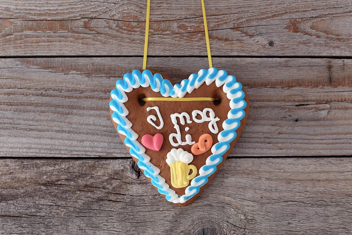 "Lebkuchenherz auf Holz mit ""I mog di"""