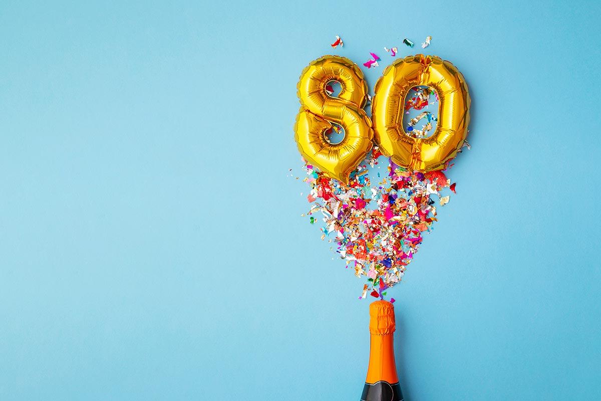 Champagnerflasche mit Konfetti und Luftball in 80 Form