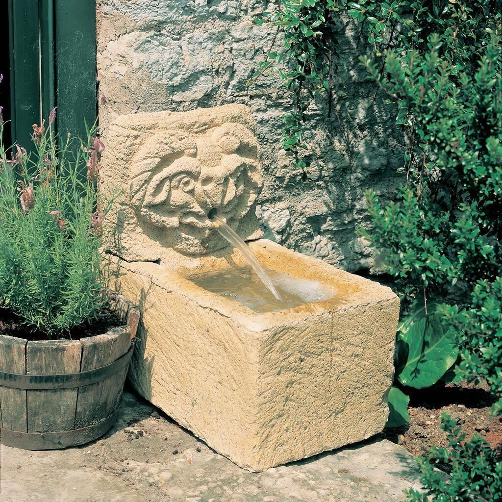 Kleiner Steinguss Wandbrunnen Lavardin