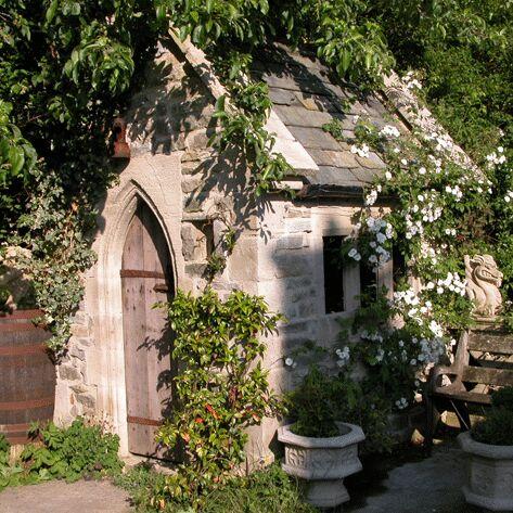 Deko gartenhaus aus steinguss sidebury garden - Gartenhaus romantisch ...