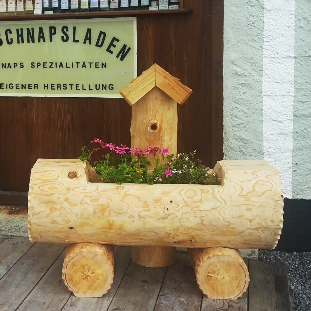 Kunstvoller Alpin Baumstamm Brunnen Trog aus Holz Allgäu Design Monte Generoso