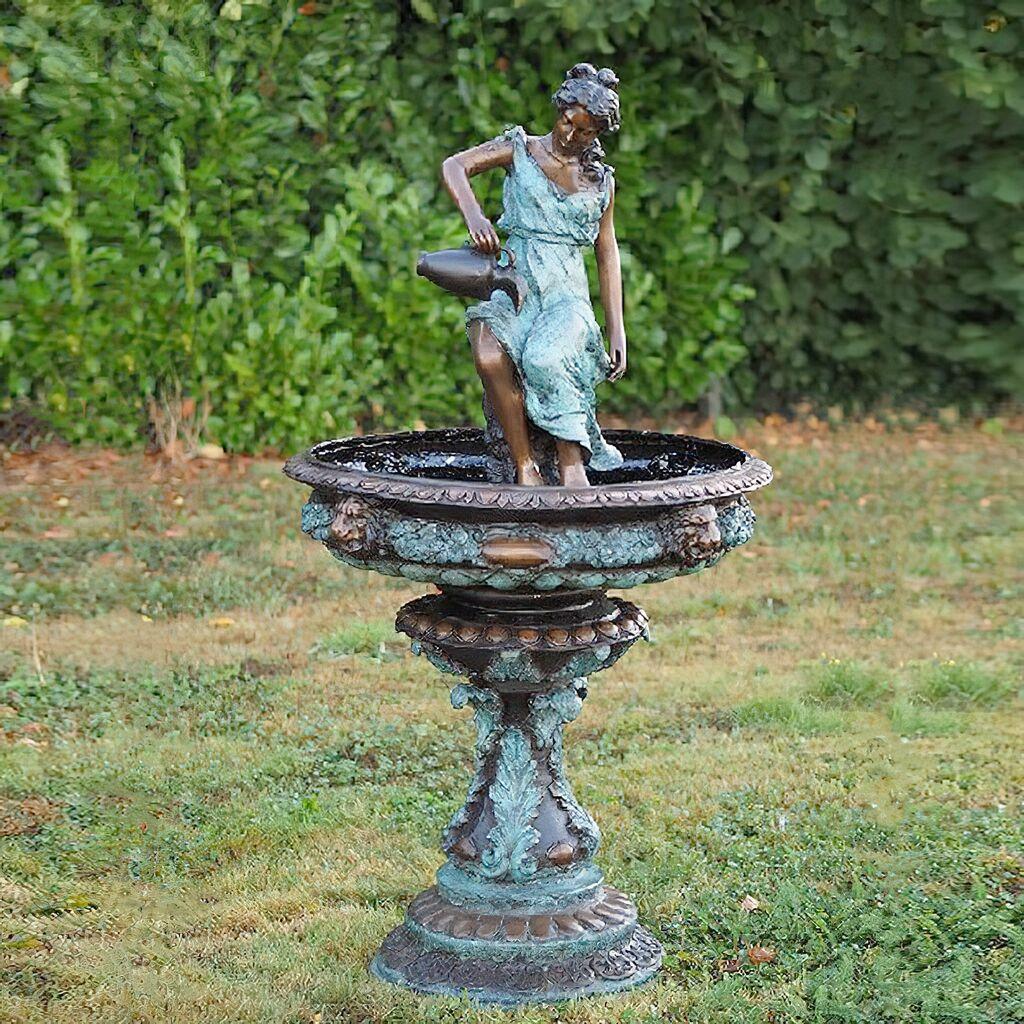 Floraler Bronze Standbrunnen mit Patina - Fidelia