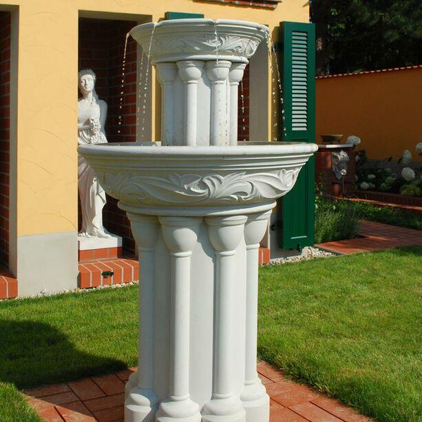 Antik Garten Standbrunnen - Dorney Court • Gartentraum.de