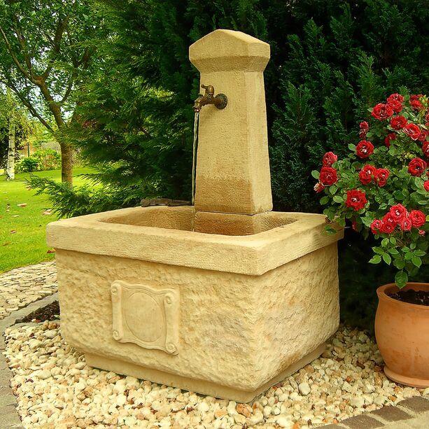 stein wandbrunnen mit pumpe la village. Black Bedroom Furniture Sets. Home Design Ideas
