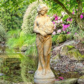 Gartenfigur aus Steinguss - Clarissa