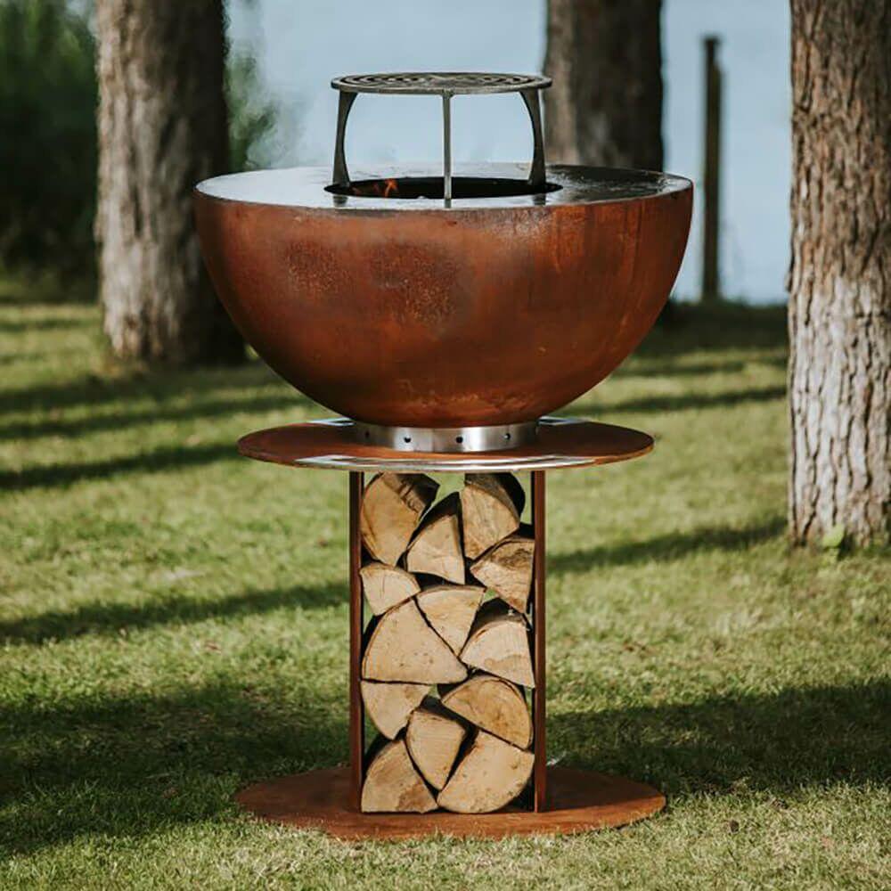 Runder rostfarbener Gartengrill aus Stahl mit Fach für Holz - Masuria - Stilo Grill / 106x80x80cm (HxBxT) / ja