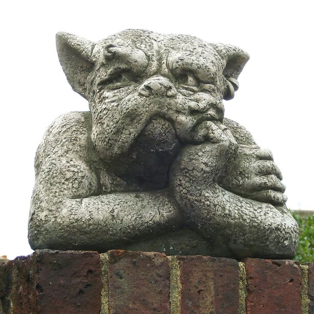 Mauerhocker Gargoyle Gordon - Fiona Jane Scott