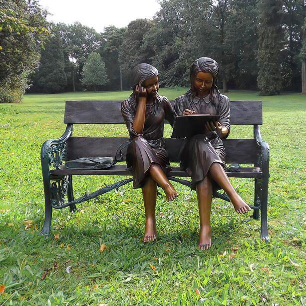 Bronze Gartenstatue Lesende M 228 Dchen Auf Bank Gartentraum De