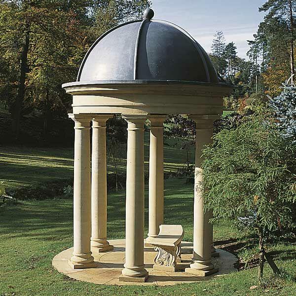 Stein Pavillon mit Säulen - Pierrefeu / Sand / Fiberglas