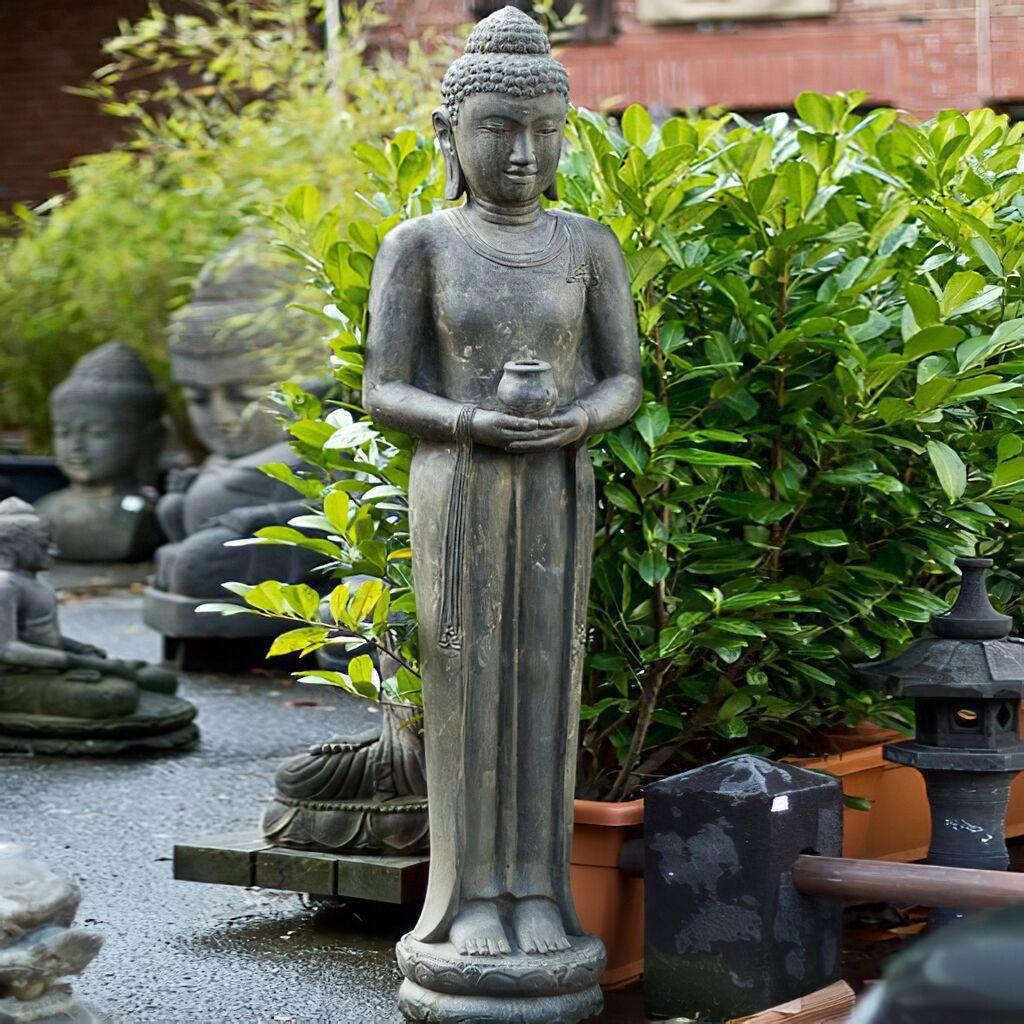 Große Buddhafigur aus Stein für den Garten - Kasyapa | Gartentraum.de