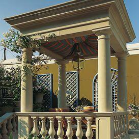 Antiker Steinpavillon mit Säulen