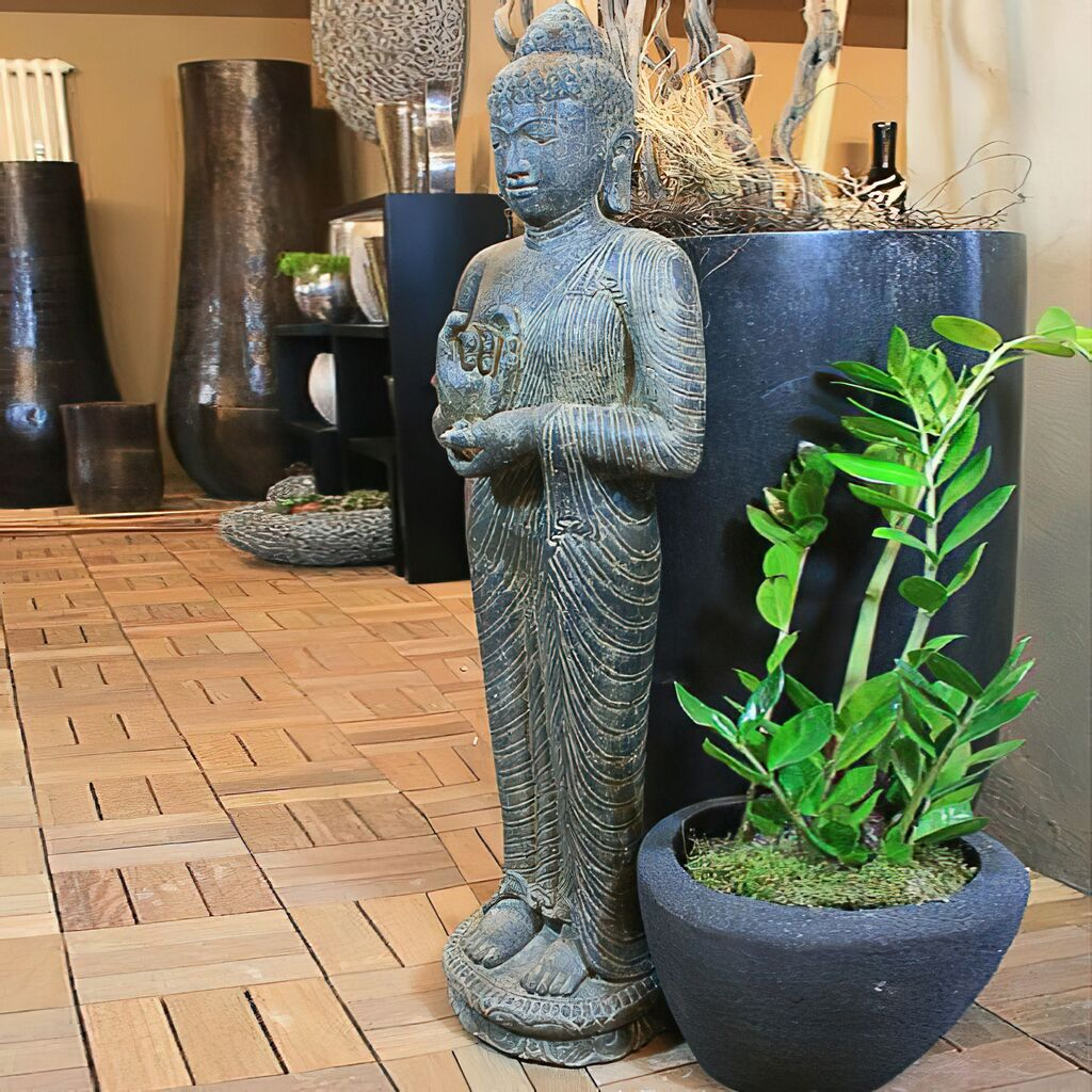 gro e buddha steinfigur f r den garten tahankara. Black Bedroom Furniture Sets. Home Design Ideas
