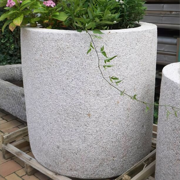 Moderner Natursteinkübel »Amadora« • Gartentraum.de