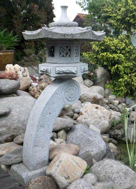 Japanische steinlaterne nigata for Japanische gartendekoration