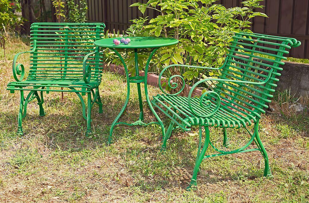 Kleiner runder Garten Tisch aus antik Metall Pelage