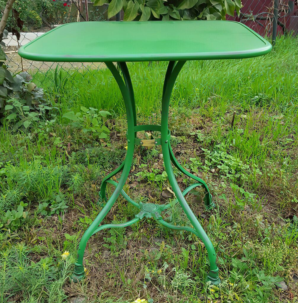 Gusseisen Tisch »Pluton« für den Garten • Gartentraum.de